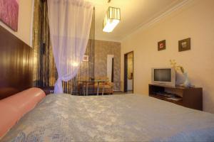 One-Bedroom Apartment Nezavisimosti 33 - фото 18