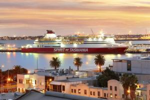 Port Melbourne Panorama - StayCentral