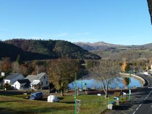 Les Chenets, Holiday homes  Chambon-sur-Lac - big - 2