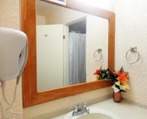 Hotel Santo Tomas, Szállodák  Ensenada - big - 8