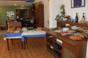 Hotel du Soleil Bleu, Hotely  Istres - big - 24