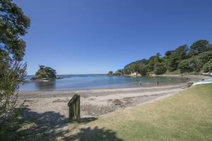 Beachfront Enclosure Bay - Waiheke Unlimited, Case vacanze  Oneroa - big - 26