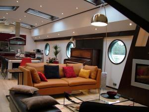 Seine Loftboat