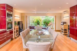 Luxury 5 Bed House - Views & Pool