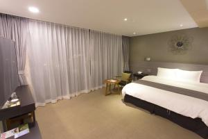 Benikea I-Jin Hotel, Hotely  Jeju - big - 37