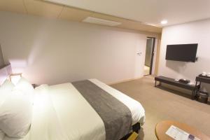 Benikea I-Jin Hotel, Hotel  Jeju - big - 38