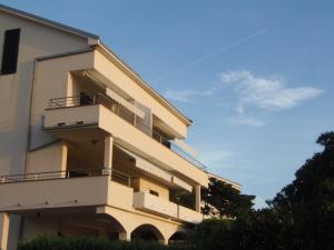 Apartment House Nono, Apartmány  Povljana - big - 51