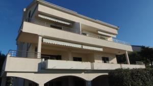 Apartment House Nono, Apartmány  Povljana - big - 50