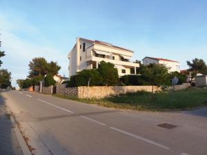 Apartment House Nono, Apartmány  Povljana - big - 48