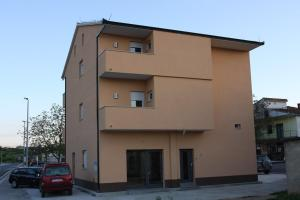 Apartment in Hrvace with 4