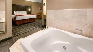 Best Western Riverside Inn, Отели  Danville - big - 4