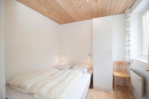 Ho Three-Bedroom Apartment 01, Ferienparks  Blåvand - big - 14
