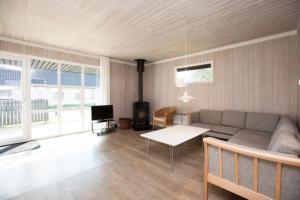 Ho Three-Bedroom Apartment 01, Ferienparks  Blåvand - big - 12