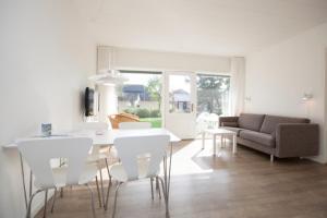 Ho Three-Bedroom Apartment 01, Ferienparks  Blåvand - big - 5