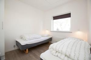 Ho Three-Bedroom Apartment 01, Ferienparks  Blåvand - big - 45