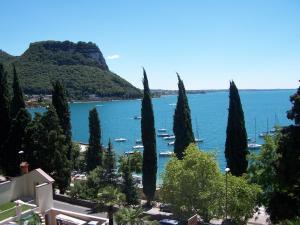 Hotel Excelsior Le Terrazze, Garda Veneto, Italy   J2Ski