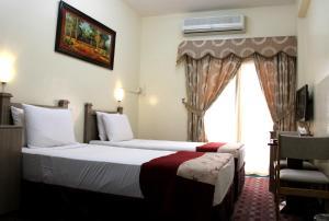 Alarraf Hotel, Отели  Дубай - big - 17