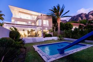 (Camps Bay Luxury Villa)