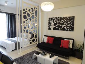 215 at Carola B Aparthotel - Pico De Loro