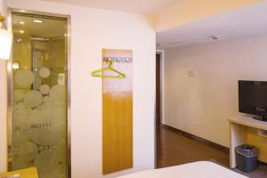 Motel Shanghai Disney Zhoupu Wanda Plaza, Hotel  Shanghai - big - 2