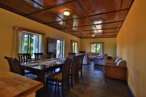 Layard's Sinaharaja Lodge