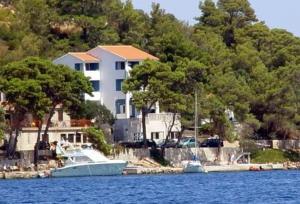 Apartments Madirazza