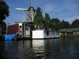 Houseboat under the Mill