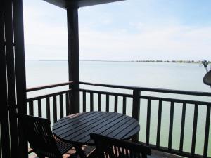 Sea Village Private Unit @ Langkawi Lagoon Resort, Üdülőközpontok  Kampung Padang Masirat - big - 29