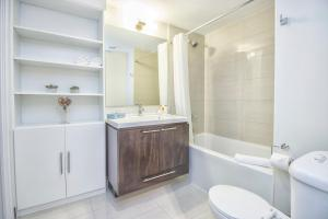 Republic on Roehampton Avenue - Furnished Apartments, Апартаменты  Торонто - big - 4