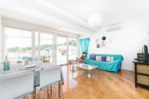 Spacious Apartment Krvavica