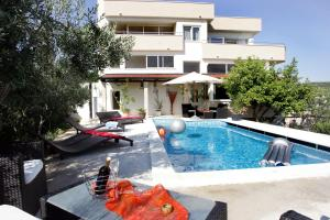 Pool Apartments Diana