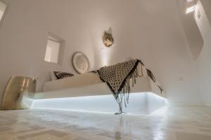 Canvas Suites(Oia)