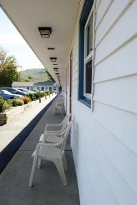 Monument Mountain Motel