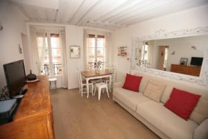 Sunny Marais 1 Bedroom (233)