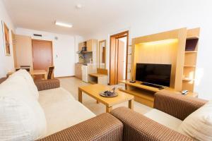 Emerald DH Property, Апартаменты  Равда - big - 24
