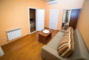 Guest House Yuzhniy, Penziony – hostince  Divnomorskoye - big - 21