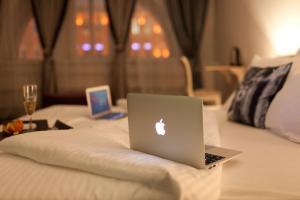 Отель October Riverside Inn - фото 22
