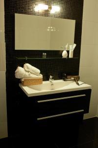 Отель October Riverside Inn - фото 24