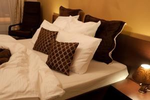 Отель October Riverside Inn - фото 26