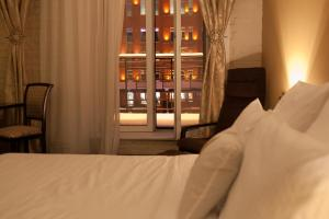 Отель October Riverside Inn - фото 12