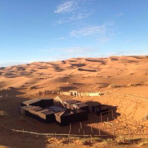 梅爾祖卡凱凱露營地 (Kaykay Camp Merzouga)