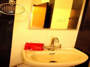 OYO 2280 Hotel Marina Mahal, Отели  Джайсалмер - big - 2