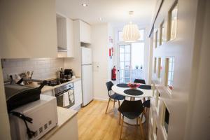 Entre o Carmo e a Trindade, Appartamenti  Lisbona - big - 25