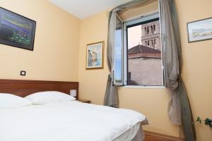 Hotel Peristil