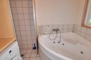 Hvide Sande Holiday Home 376, Ferienhäuser  Nørre Lyngvig - big - 11