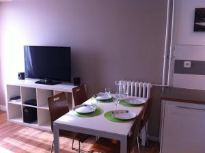 Appartement St.Cyprien, Apartmány  Toulouse - big - 26