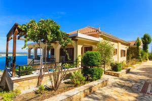 Villa Akros and Suites, Apartmány  Keríon - big - 37
