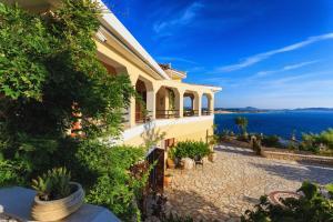 Villa Akros and Suites, Apartmány  Keríon - big - 39