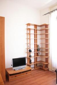 Lux Apartman, Apartments  Budapest - big - 10