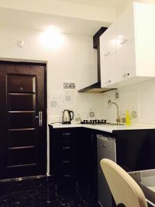 Apartment Pekini, Апартаменты  Тбилиси - big - 5